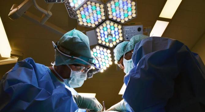 Лекари в Испания спасиха жена след шестчасово спиране на сърдечната дейност