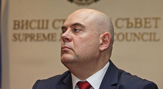 Йонко Грозев: Човек от прокуратурата няма как независимо да разследва главния прокурор