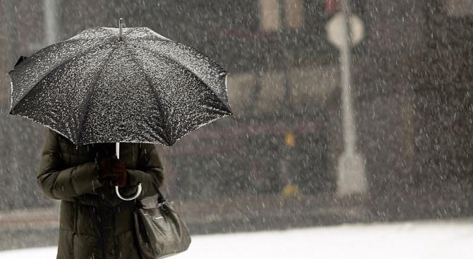 Слаби превалявания от сняг днес