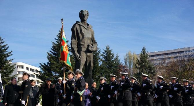 Военноморското училище във Варна чества своя патронен празник