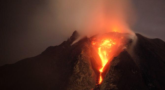 Няма данни за пострадали българи при вулканичното изригване в Нова Зеландия