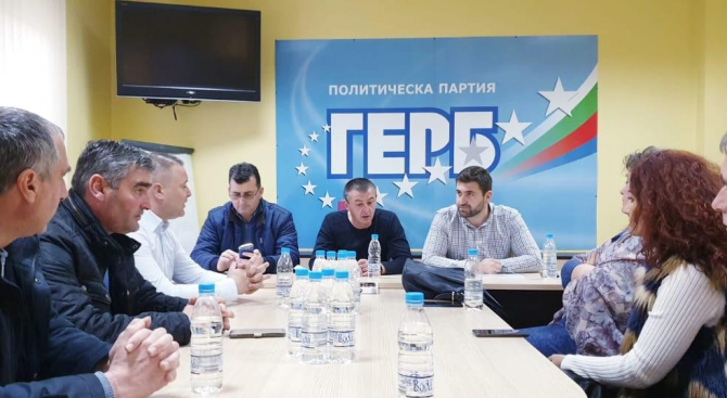 Новаков: Общинските съветници на ГЕРБ трябва да решават проблемите на хората по места