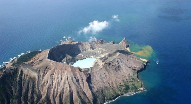 Осем души са в неизвестност след изригването на вулкана в Нова Зеландия