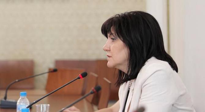 Караянчева: Може още преди коледната ваканция да разгледаме закона срещу горенето на отпадъци