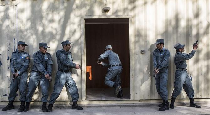 Афганистан: Взрив, смърт, масово отвличане