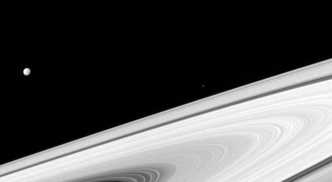 Астрономи обясниха появата на разломи на сатурновата луна Енцелад