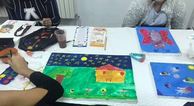 Деца от ромския квартал в Берковица подариха рисунки на детското отделение в местната болница