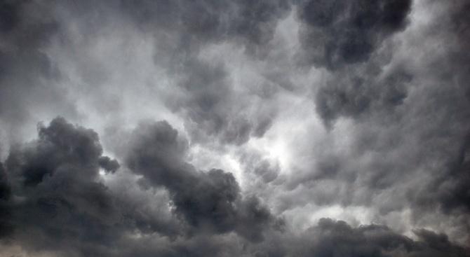 Времето остава облачно