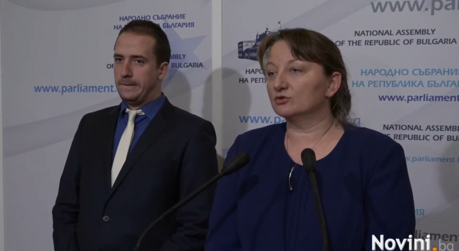 Деница Сачева: Законът за социалните услуги не цели да отнема деца