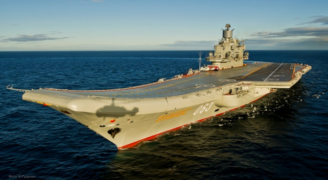 Десет души са пострадали при пожар на руския самолетоносач ''Адмирал Кузнецов''