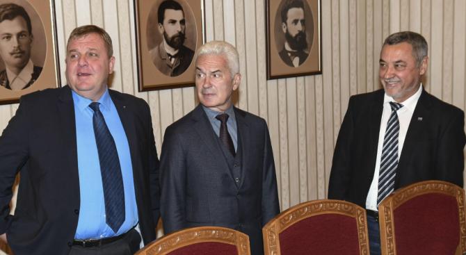 Сидеров намеси вселенския баланс и кармата в отношенията си с Каракачанов и Симеонов