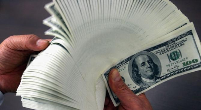 Продавачка намери милиони долари в банковата си сметка