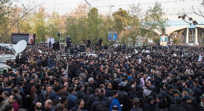 НПО: Над 300 са убити в Иран
