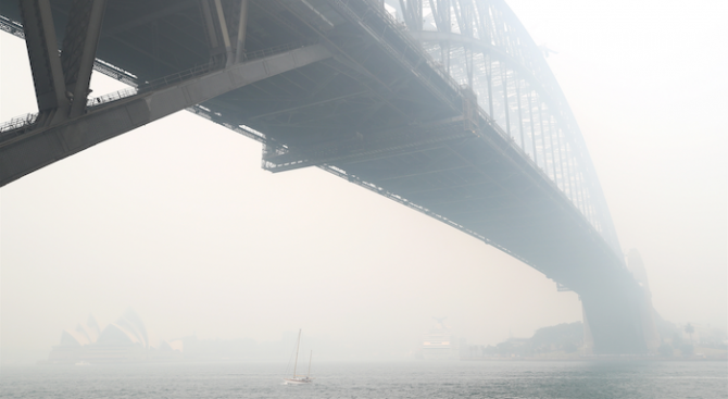 Лекари поискаха спешни мерки срещу замърсения от пожарите въздух в Сидни