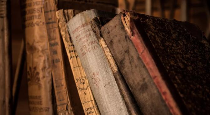 Историограф дари книги на повече от век на Русенската библиотека