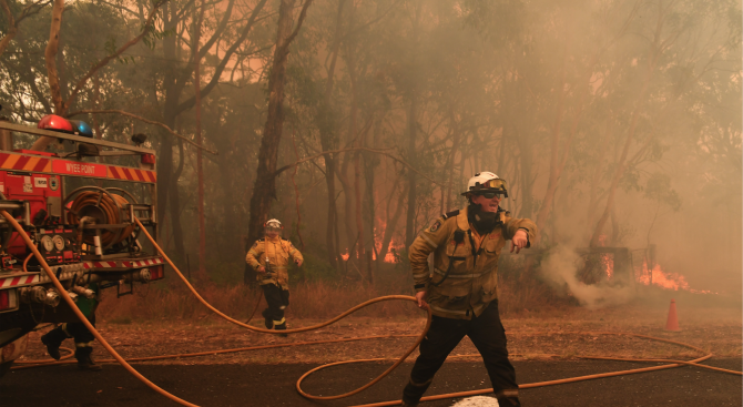 Продължава борбата с пожарите в Австралия