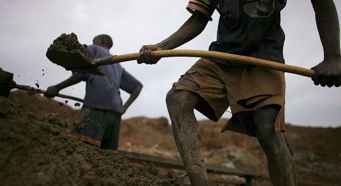 Обвиниха Tesla, Apple и Microsoft за смъртта на деца в Конго