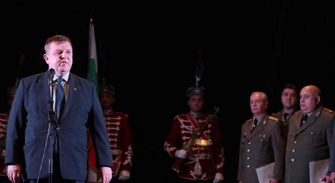"""Каракачанов: Кампанията """"Бъди войник"""" върна доверието на българина в армията"""