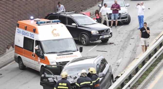 Верижна катастрофа край Кърджали: Един е ранен