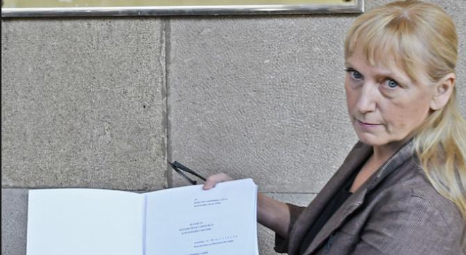 Елена Йончева към ЕК: Да спрем с политическите игри и да започнем да действаме