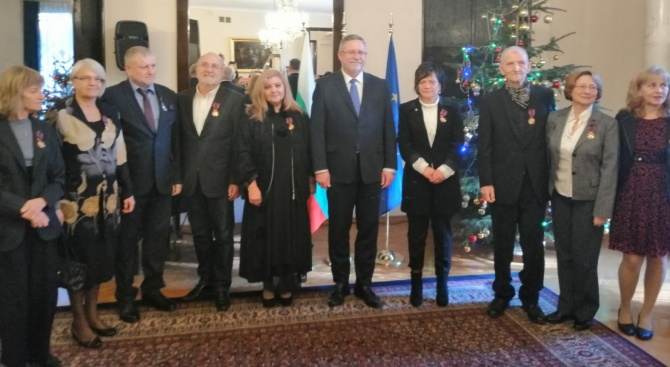 С указ на полския президент Анджей Дуда, с най - високото държавно отличие на Република Полша - златен кръст, беше наградена Натали Петрова