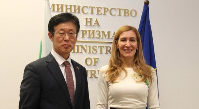 Ангелкова проведе работна среща с посланика на Корея в България