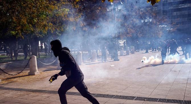 Полицаи напъдиха анархисти с бой