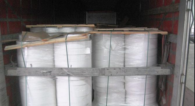 Митничари спипаха над 15 тона фалшива филтърна хартия за цигари