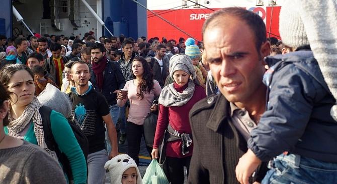 Как Европа ще се справи с негеланите мигранти и тероризма