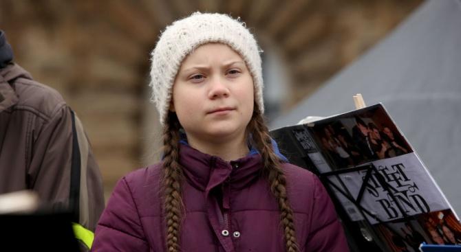 Грета Тунберг отново излезе на демонстрация пред сградата на шведския парламент