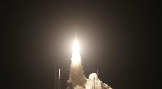 """Изстреляха новата американска капсула """"Старлайнър"""" към МКС"""