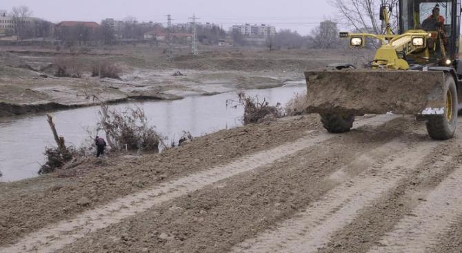 Подпорни и защитни стени са изградени край реки в област Смолян по българско-гръцки проект