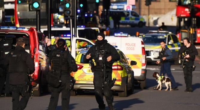 Идентифициран е мъжът, използвал рог от нарвал, за да спре екстремист