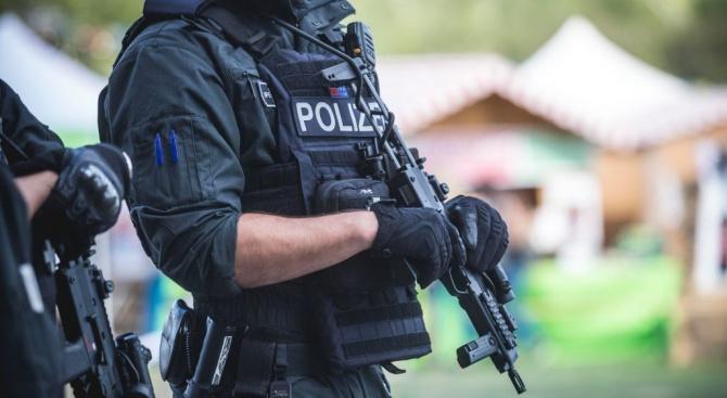 Евакуираха коледния пазар в Берлин заради подозрителни мъже