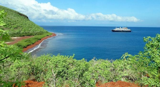 Над 2 тона дизел се изляха във водите край Галапагоските острови