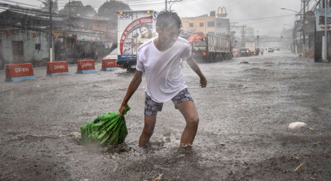 Тайфунът Фанфон удари Филипините