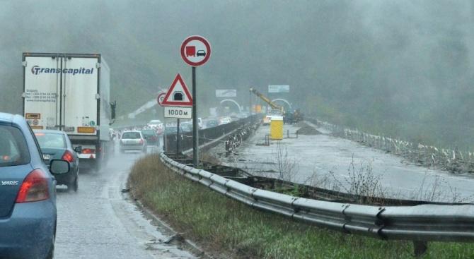 Шофирайте внимателно, бъдете търпеливи! Очакват се валежи от дъжд и сняг