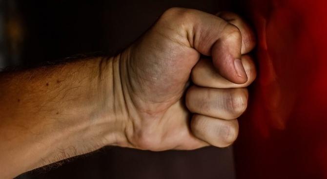 Двама пребиха 47-годишен мъж в Благоевград