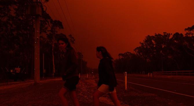 Хиляди бягат от големите горски пожари в Австралия