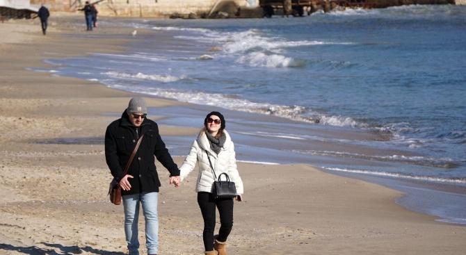 Варненци излязоха на разходка по плажа