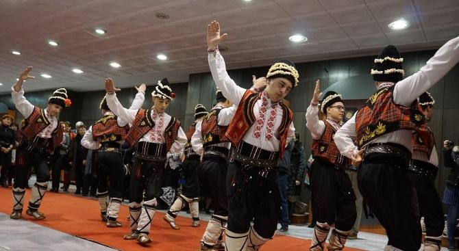 Коледари поздравиха жителите и сътрудници на институциите на града и района Тараклия