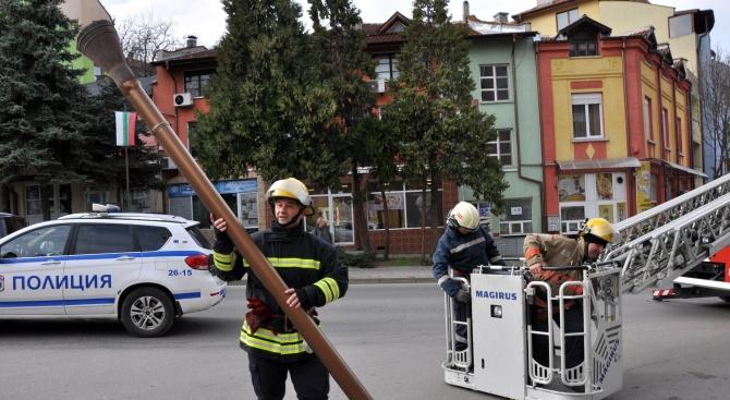 Опасен улук свалиха хасковски пожарникари