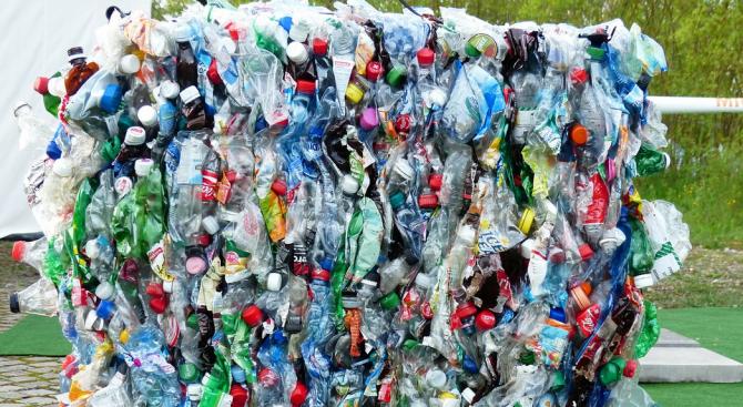 Жители на село Яхиново протестират срещу изграждането на цех за преработка на пластмаса