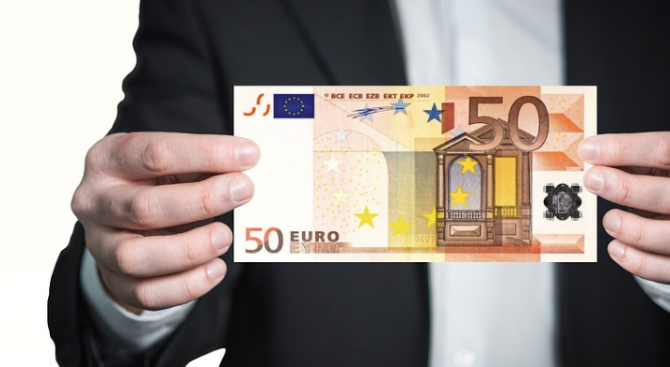 Грък метна 50 евро на български полицай