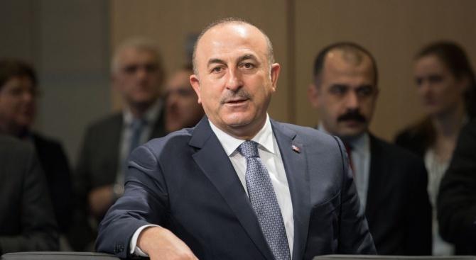 Чавушоглу: Турция ще изпрати военни експерти и технически екипи в Либия