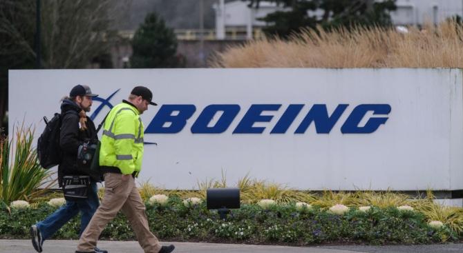 """""""Боинг"""" преназначава 3000 служители на други длъжности"""