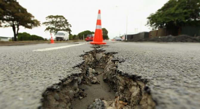 Земетресение с магнитуд 6,2  в Индонезия
