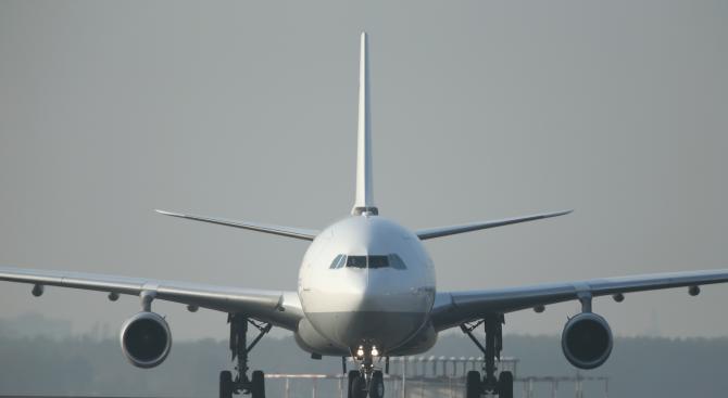 Самолет излезе от пистата на летище Сабиха Гьокчен в Истанбул