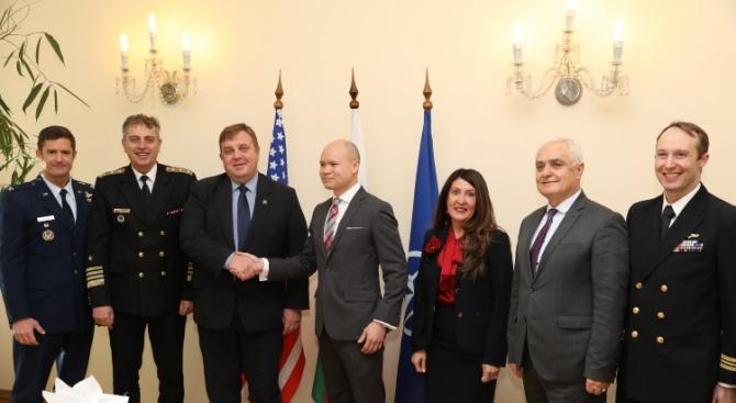Посланик Херо Мустафа се срещна с Красимир Каракачанов