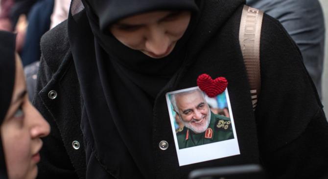 Вижте къде погребват Касем Солеймани